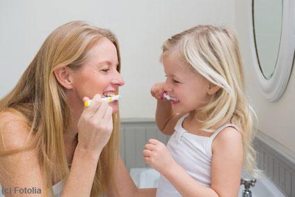 Kinder benötigen Unterstützung bei der Zahnpflege