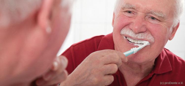 Mundhygiene im Alter ist besonders wichtig
