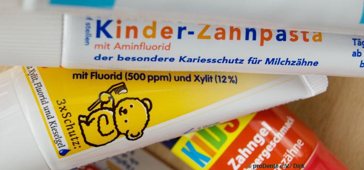 Fluoridempfehlung: Augen auf beim Zahnpastakauf.